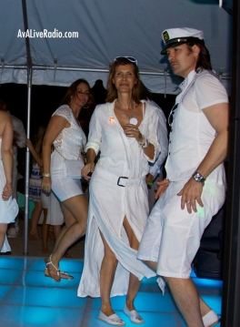 Shino_bay_white_party_beach_dancing